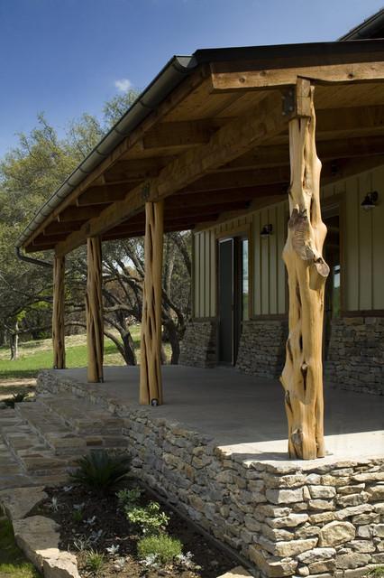 Palo pinto ranch rustic porch austin by dk studio for Rustic porch columns