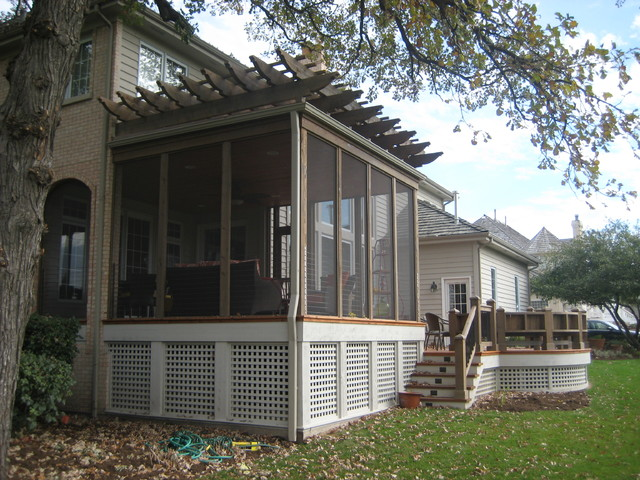 This is an example of a traditional porch design in Chicago. - Pergola/Screened Porch