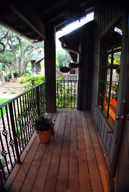 Pickwick traditional-porch