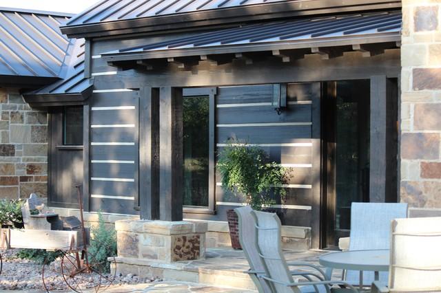 Ponderosa Ranch House traditional-porch