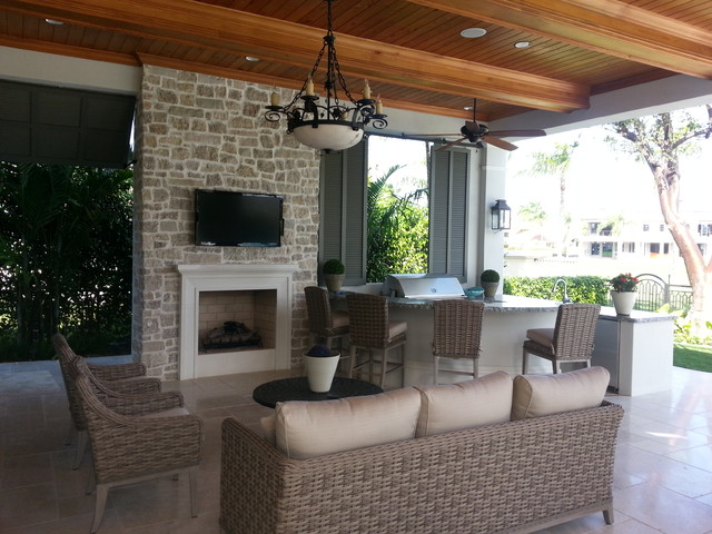 This is an example of a traditional porch design in Miami.