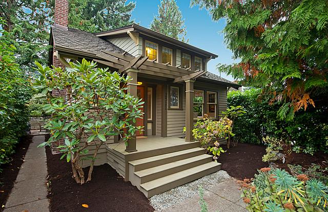 Queen Anne Craftsman - Arts & Crafts - Veranda - Seattle - by Leah