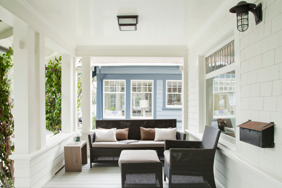 Inspiration for a coastal front porch remodel in Los Angeles