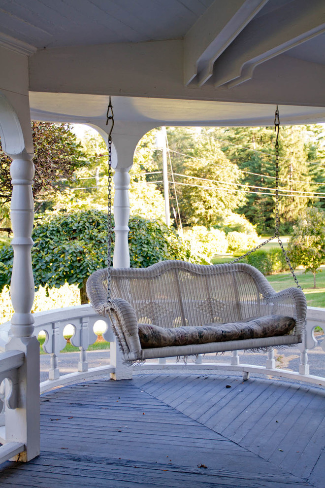 Inspiration for a timeless porch remodel in New York