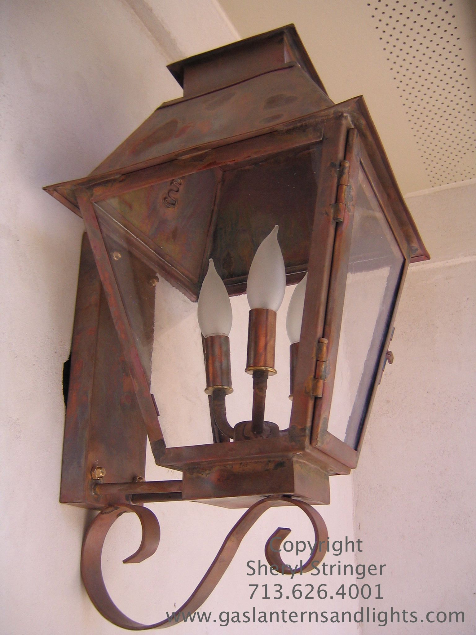 Sheryl's Electric Veronica Lantern with Solid Top