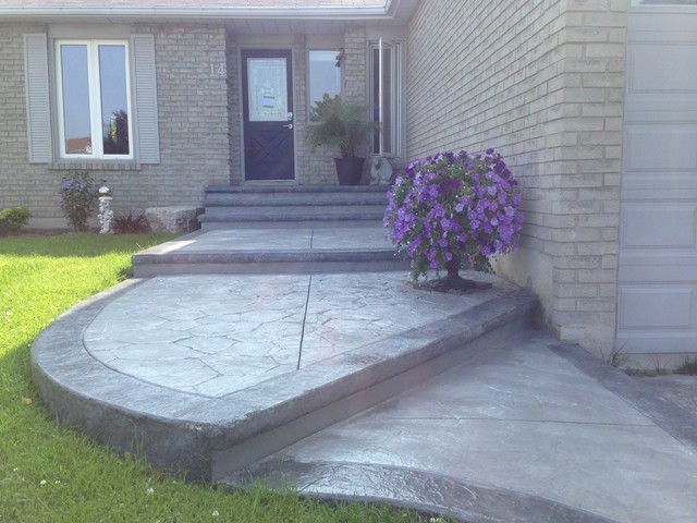 Mid Sized Clic Stamped Concrete Front Porch Idea In Toronto