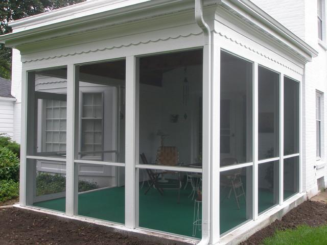 Three seasons porch traditional-porch