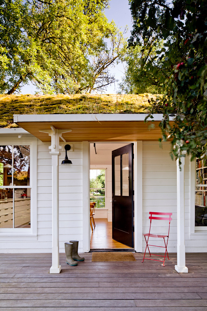 Country front porch idea in Portland