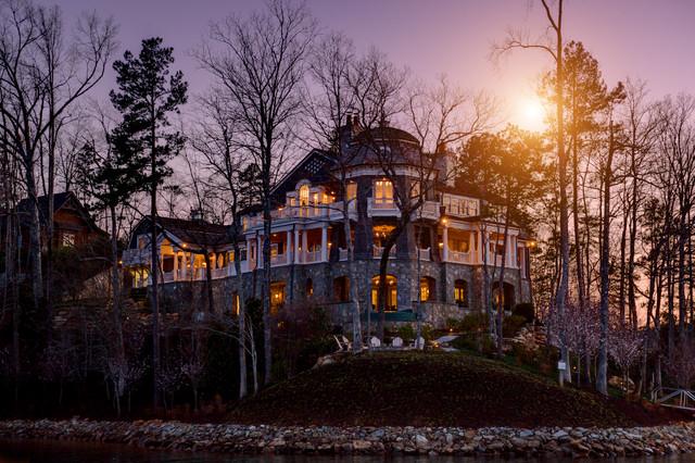 Gus Rubio/ Gabriel Builders traditional-porch