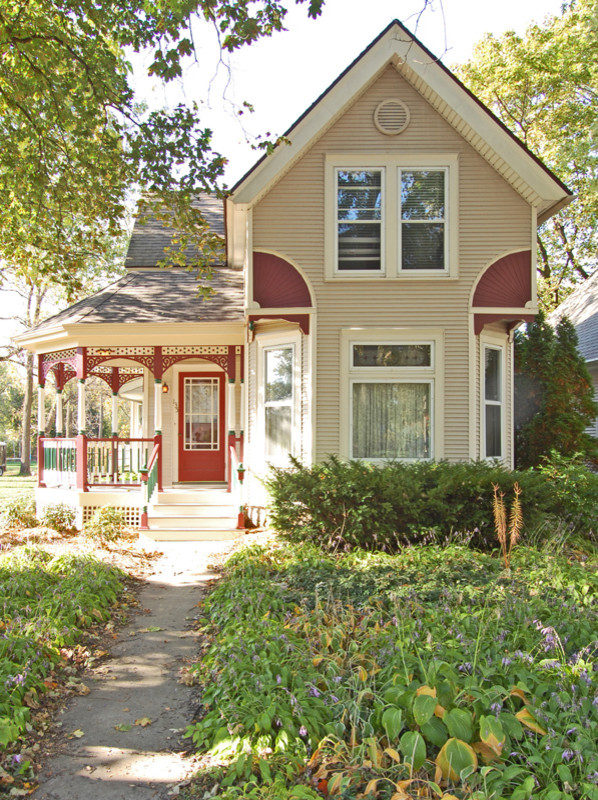 Mid-sized elegant porch photo in Milwaukee with decking and a roof extension