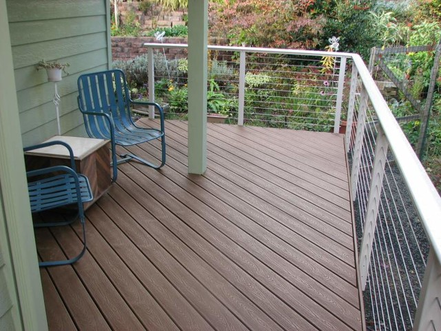 White Aluminum Post and Round Shaped Top Rail with Stainless Cable ...