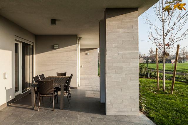 Due villette abbinate moderno portico bologna di for Portico moderno