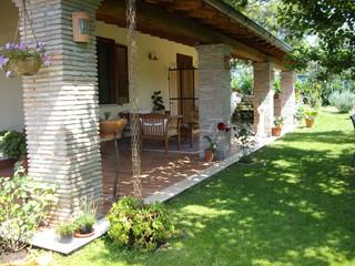 Portico for Piani casa di campagna con avvolgente portico