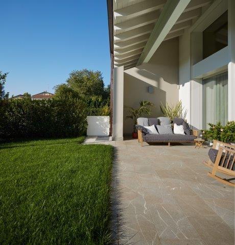 Villa bifamiliare rossano casa 2 moderno portico for Portico moderno