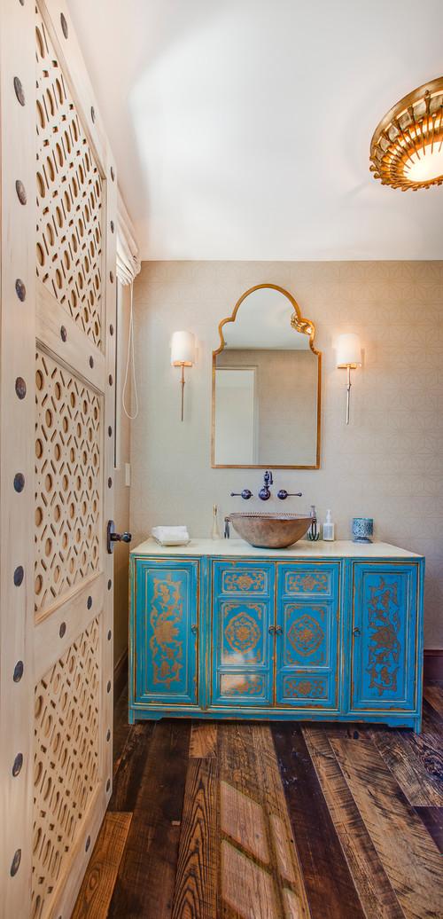 Salle de bain orientale en bleu et or