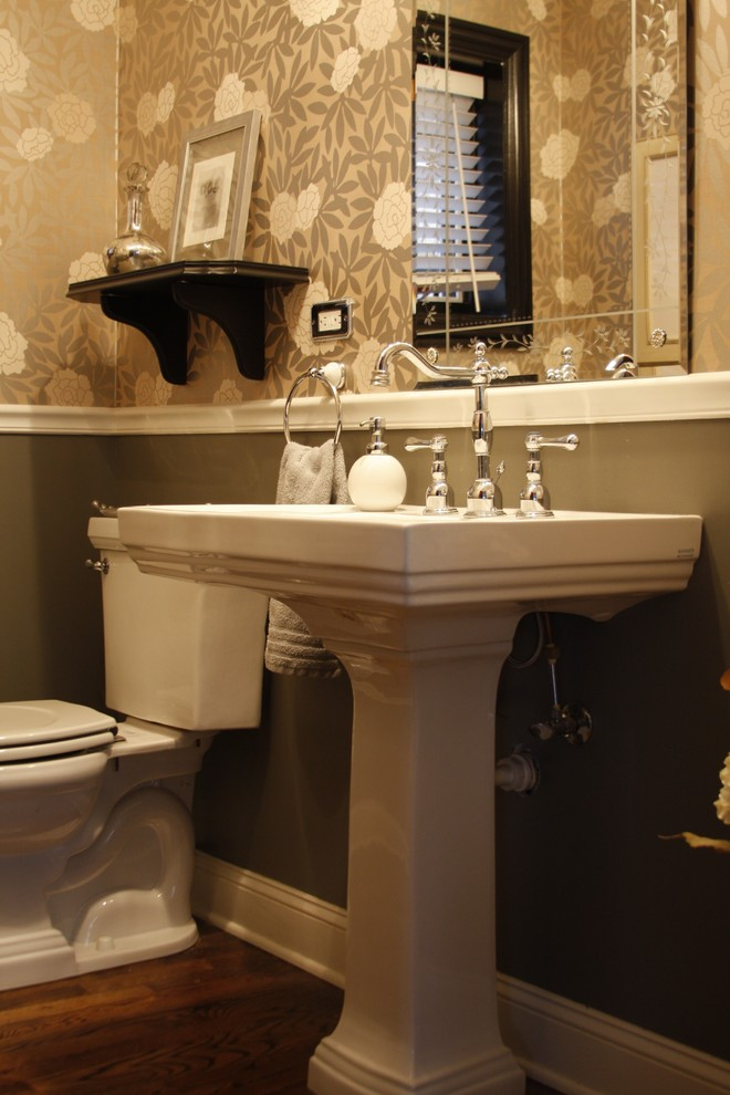 Example of an eclectic powder room design in Chicago