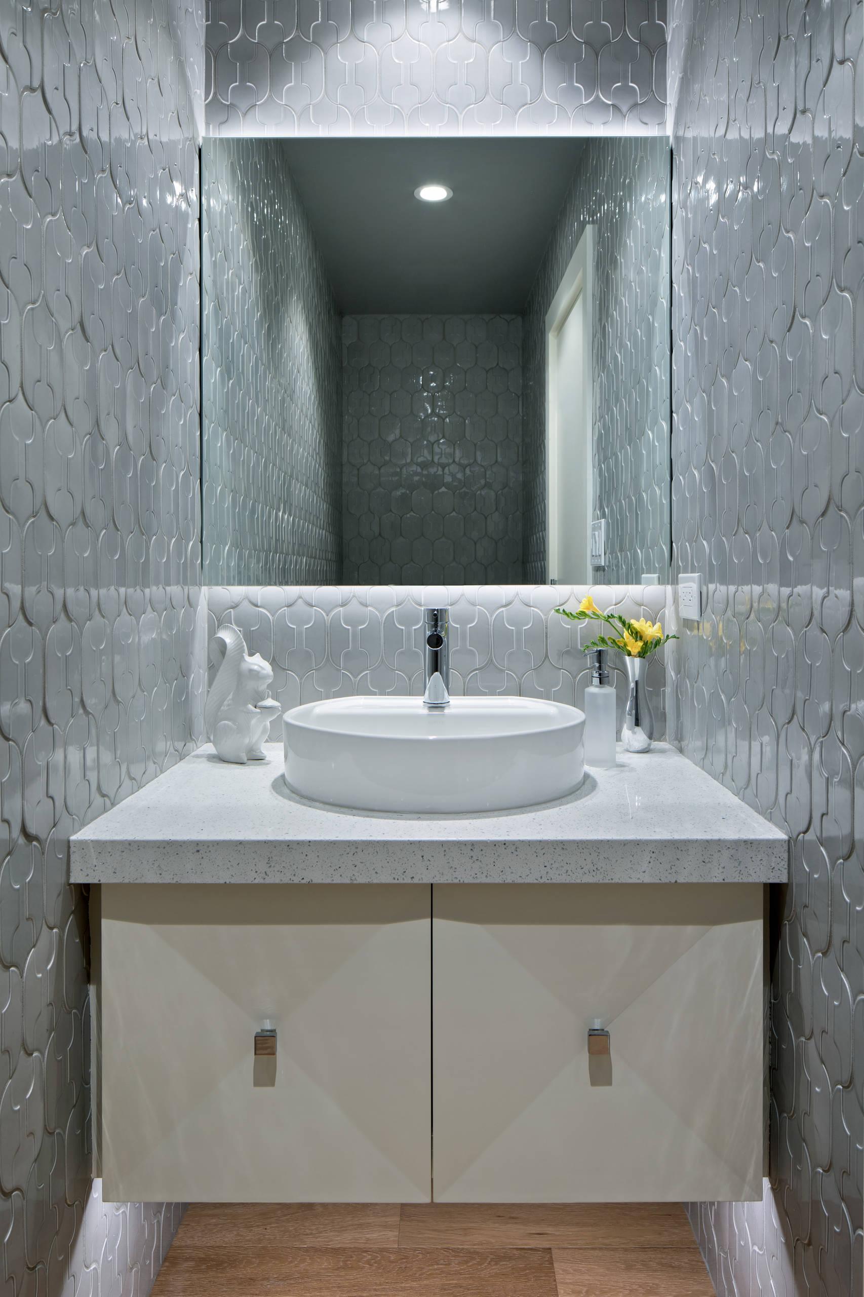 Art Deco - modern Powder room