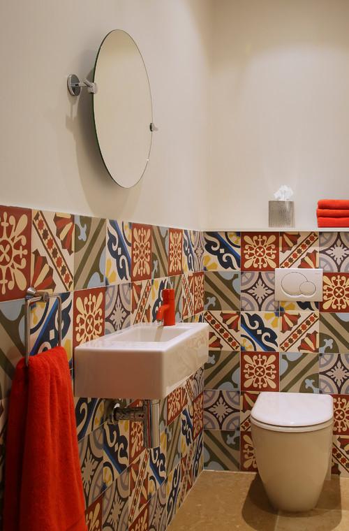Des toilettes en couleurs