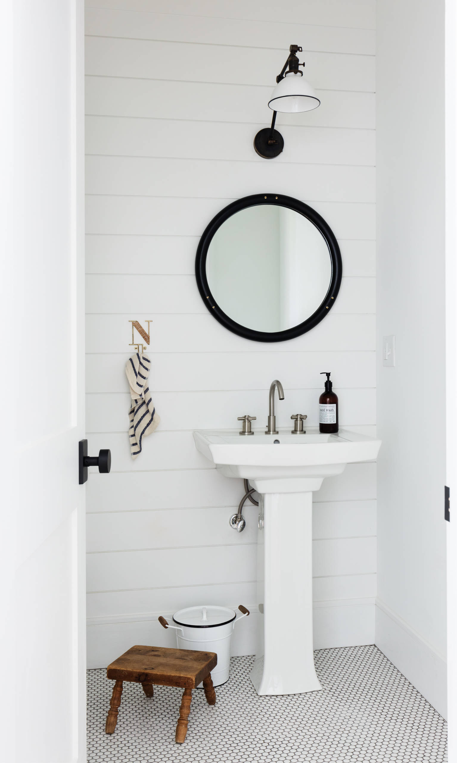 75 Beautiful Powder Room With A Pedestal Sink Pictures Ideas September 2020 Houzz