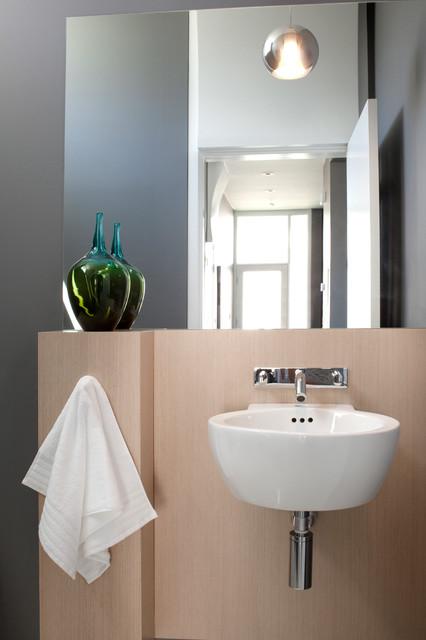 H. Richards - S. Residences - Restroom modern-powder-room