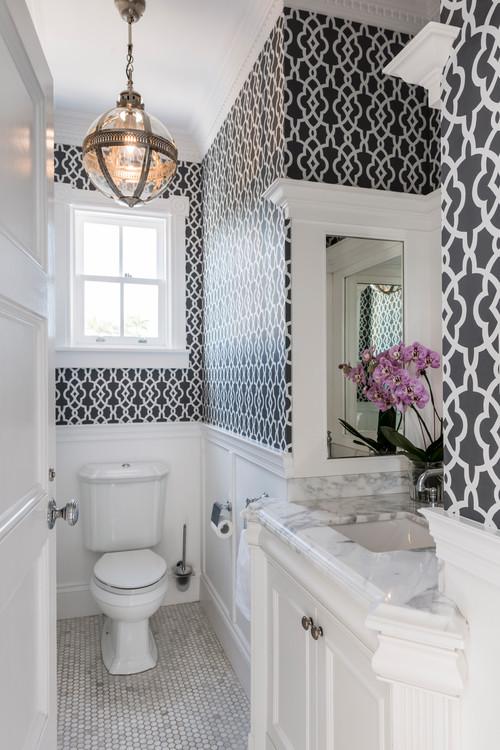 壁紙で広く見せるトイレの施工事例