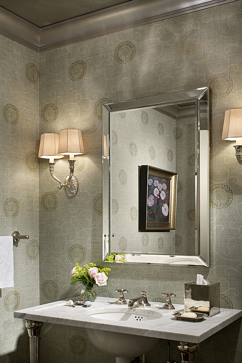 Superbe A Beveled Mirror Gives This Bathroom A Sense Of Class And Elegance. The  Mirror Reflects A Lovely Painting And The Beveled Frame Adds Depth To The  Space.