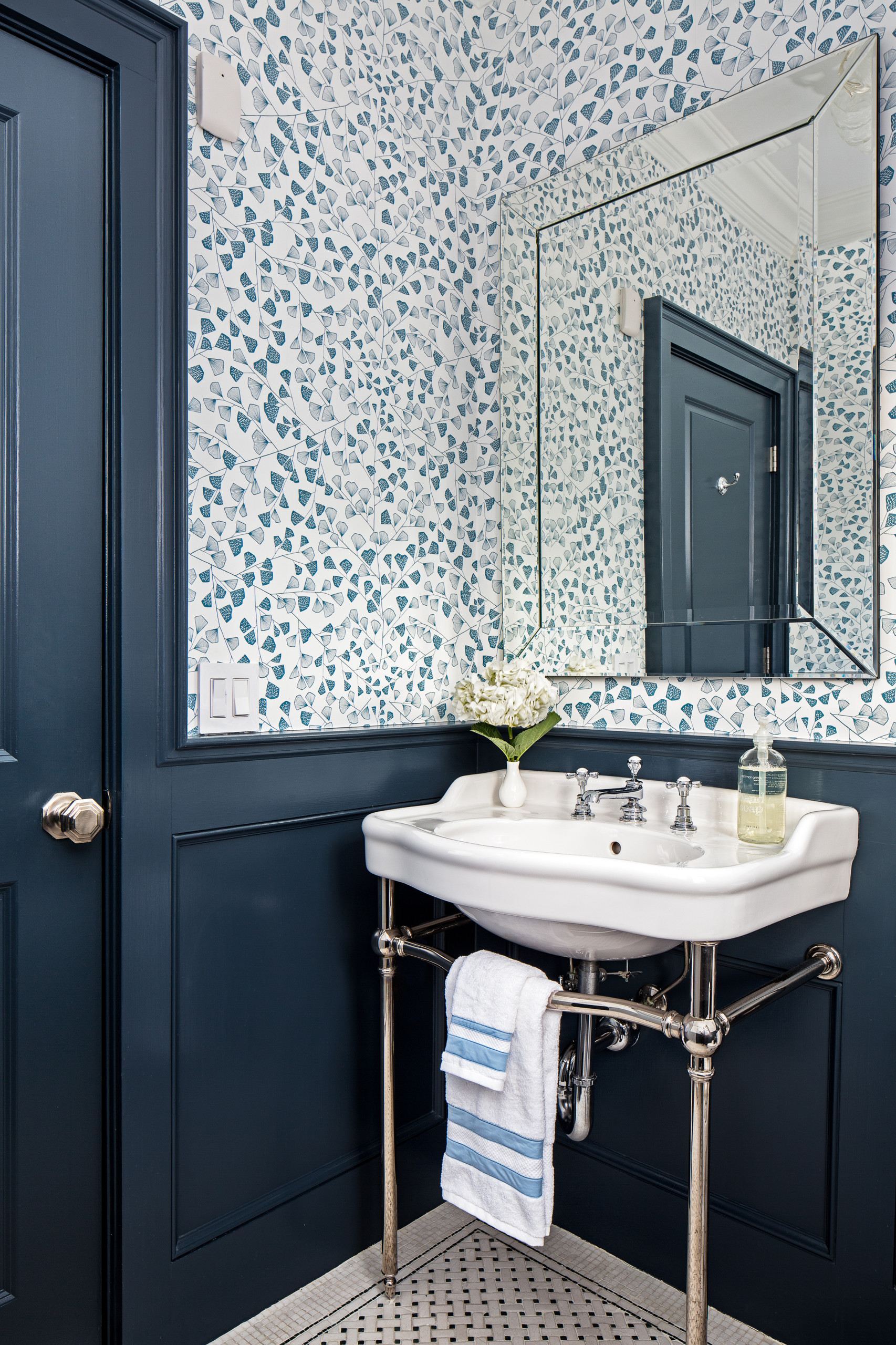 75 Beautiful Wainscoting Powder Room Pictures Ideas February 2021 Houzz