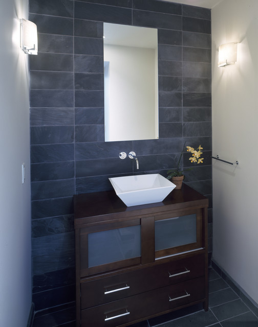 Tope modern powder room