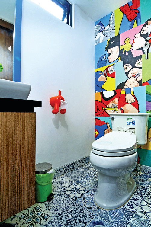 baño con comic batman