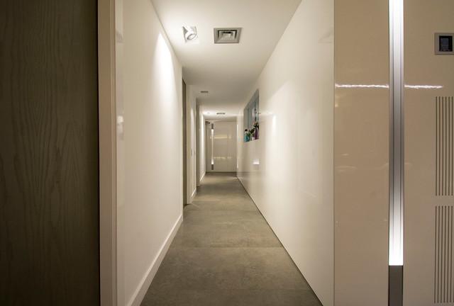 Dise o interior de piso en cambrils tgn contempor neo for Diseno pasillos interiores