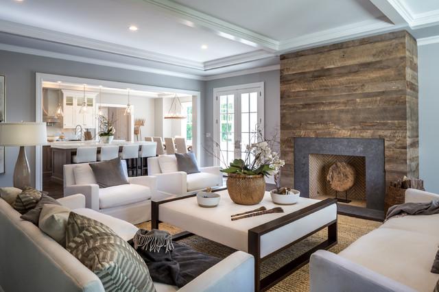 Fernseherloses Klassisches Wohnzimmer Mit Grauer Wandfarbe, Kamin Und  Teppichboden In New York