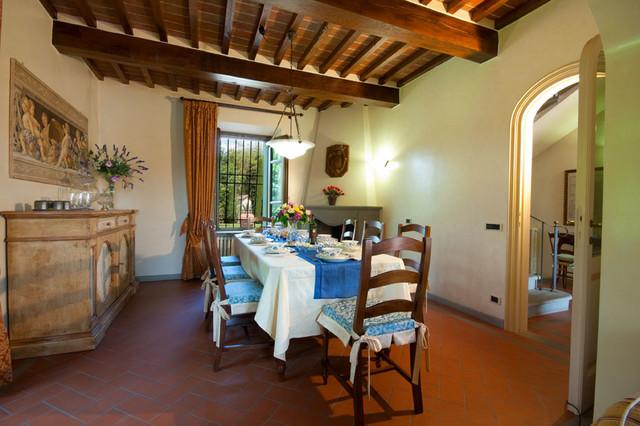 Arredamento casa vacanze villa colombai for Arredamento sala pranzo