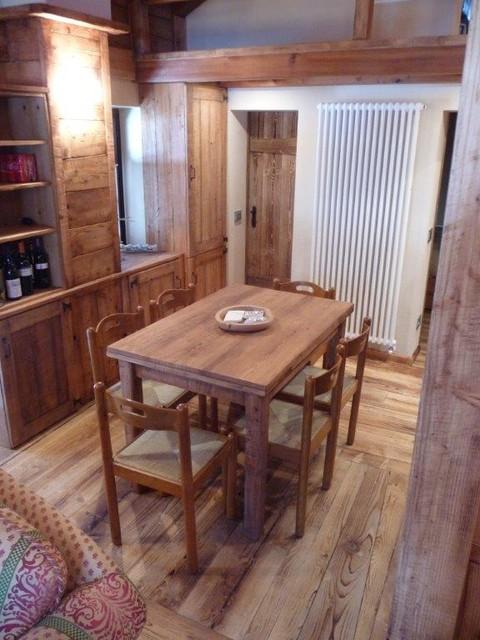 Arredamento casa walser in campagna sala da pranzo for Arredare casa torino