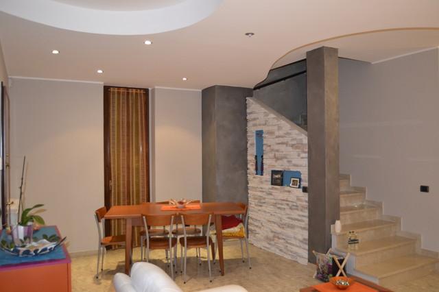Pareti sala da pranzo simple mobili dietro divano parete for Cucina con sala da pranzo