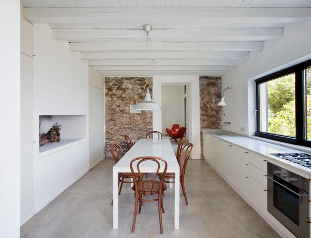 Soggiorno Moderno Rustico Con Amaca Interior Design : Ristrutturazione di un rustico a levanto