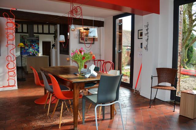 am nagement long re contemporain salle manger paris. Black Bedroom Furniture Sets. Home Design Ideas