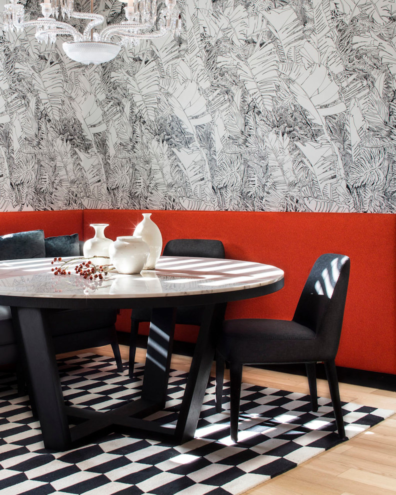 Design ideas for a contemporary dining room in Lyon.