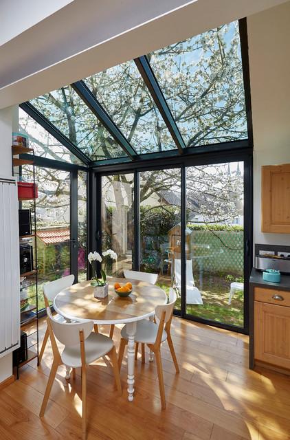 espace repas sous la verri re contemporain salle manger autres p rim tres par ombre. Black Bedroom Furniture Sets. Home Design Ideas