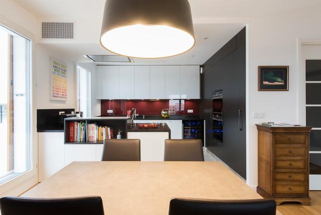 Grande cuisine avec îlot ouverte sur salon finition bi ...