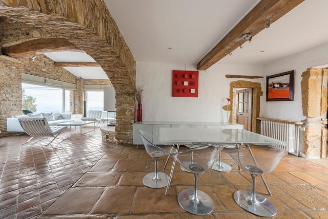 Maison en pierres dor es campagne salle manger lyon par alexandre montagne - Jardin champetre rustique lyon ...