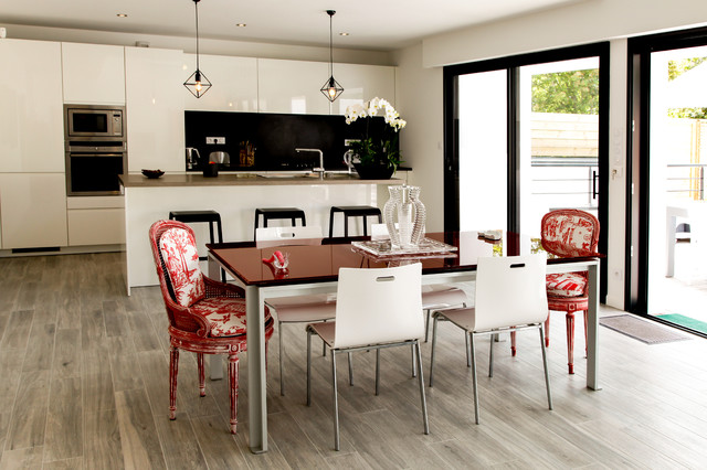 Projet r contemporary dining room rennes by leicht for Amenagement petite cuisine 8m2