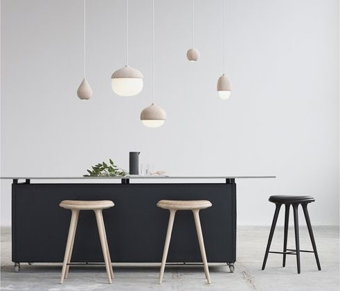 Salle manger avec la suspension terho et le tabouret space scandinavian dining room Suspension salle a manger