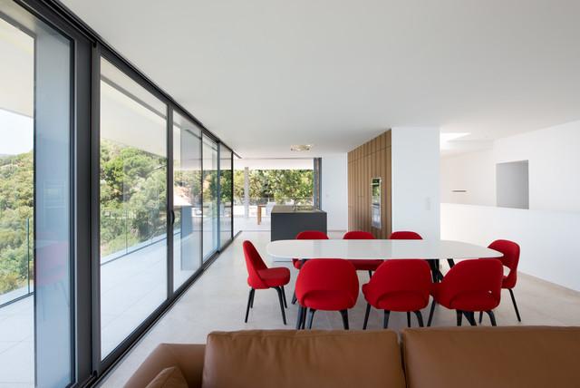 slg villa lavandou moderne salle manger montpellier par jours nuits. Black Bedroom Furniture Sets. Home Design Ideas
