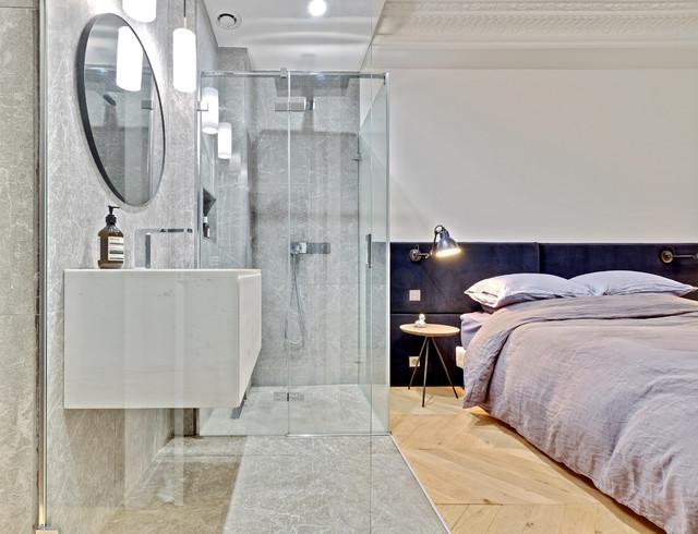 Фото уютный спальня с душевой