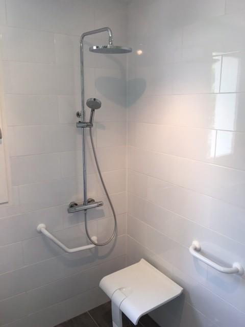 ... handicapé. - Transitional - Bathroom - Toulouse - by EGR - Deco