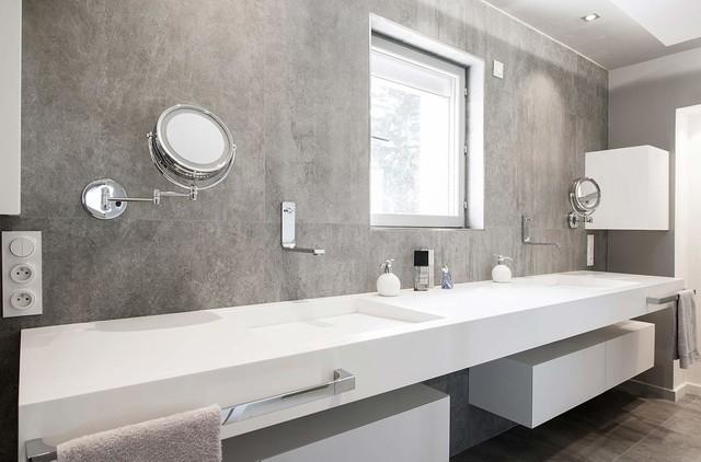 Am nagement int rieur salle de bains moderne salle de bain lyon par v korr solid surface - Amenagement placard salle de bain ...