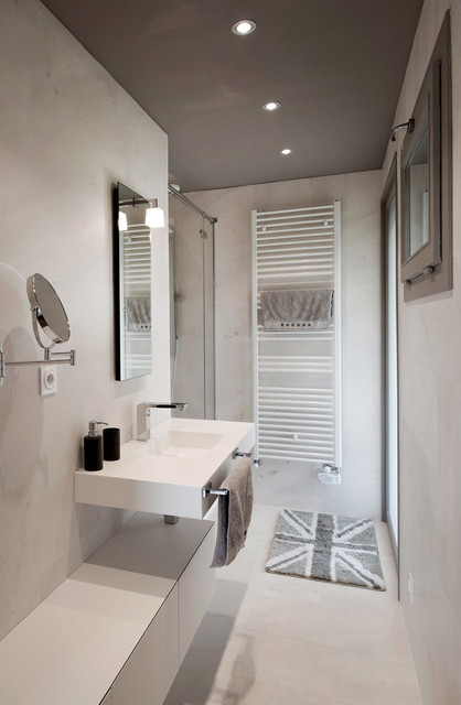 am 233 nagement int 233 rieur salle de bains modern bathroom lyon by v korr solid surface
