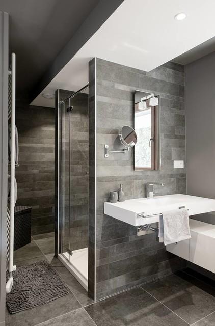 Intérieur de salle de bains moderne avec jacuzzi Banque D\'Images ...