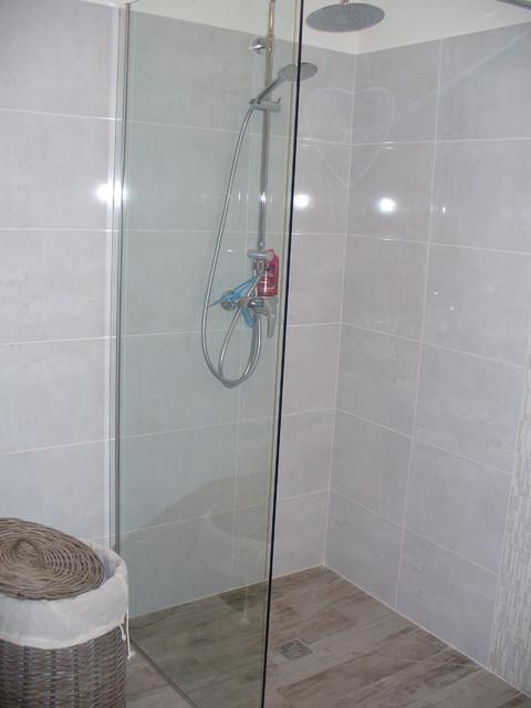 appartement vefa contemporary bathroom grenoble by desir couleurs. Black Bedroom Furniture Sets. Home Design Ideas