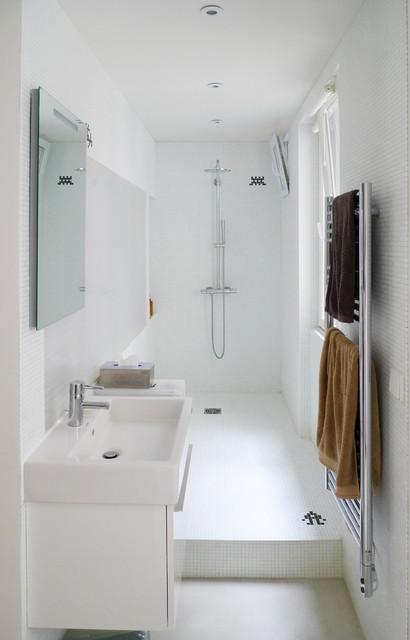 Casa white contemporary bathroom paris by mars - Meuble de salle de bain gain de place ...